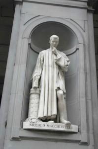 Maquiavelo, uno de los filosófos más competentes y modernos. Esta estatua se encuentra en el Palacio Uffizi de Florencia.