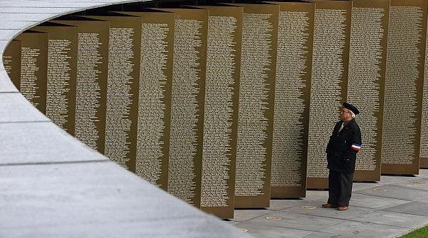Nuevo monumento a las víctimas de la IGM, sin distinción de grado ni país.