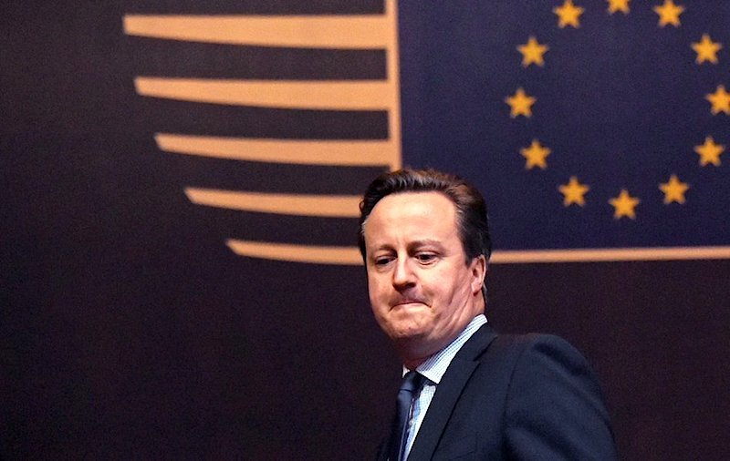 El político se convierte en estadista cuando comienza a pensar en las próximas generaciones y no en las próximas elecciones. Winston Churchill. Téngalo en cuenta señor Cameron.
