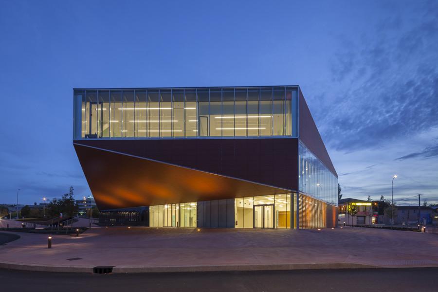 Mediateca de Montauban, inaugurada en 2012, destaca por su aspecto exterior.