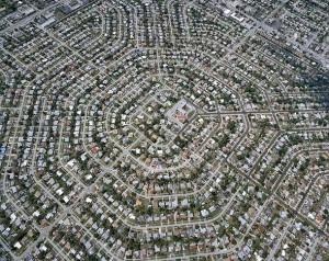 Ejemplo del urbanismo horizontal promovido en muchas zonas de los Estados Unidos. El coste invisible de esta manera de construir es inmenso (transporte, energía, stress...).