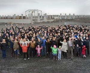 Los islandeses se mobilizaron contra los culpables de la crisis desde 2008. La oposición a la construcciñon de presas para generar la energía de la industria del aluminio también ha crecido, pero en abril 2013 el PI conservador, vuelve al poder.