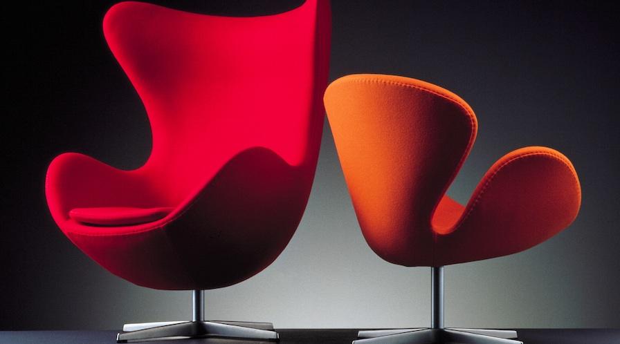 "Sofa ""Cisne"" diseñado por Arne Jacobsen en 1958."