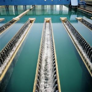 La gestión del agua, ya sea privada o pública, ya se haga de forma democrática o no, tiene graves implicaciones y de muy larga duración.