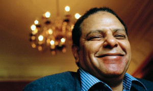 Alaa El Aswany, aire fresco, espíritu libre y optimista de y para Egipto.
