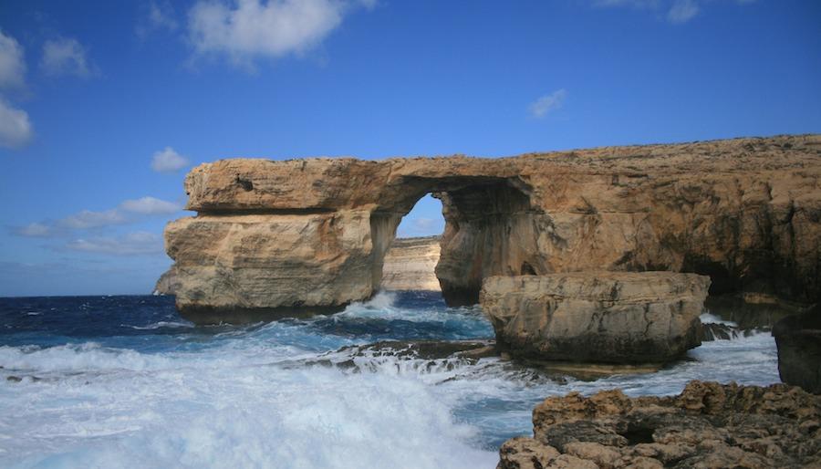 El arco de Azure Window en Gozo. Un monumento natural con fecha de caducidad. Foto del Giróscopo Viajero.