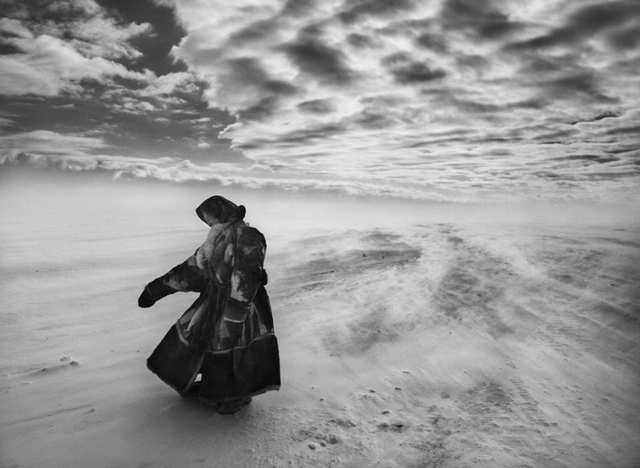 Danza, piensa, llora, vive. Fotografía de Sebastião Salgado.